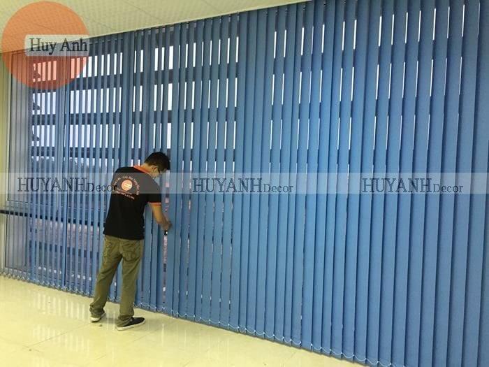 Đại lý rèm cửa – Lắp rèm lá dọc văn phòng che nắng cửa sổ giá rẻ