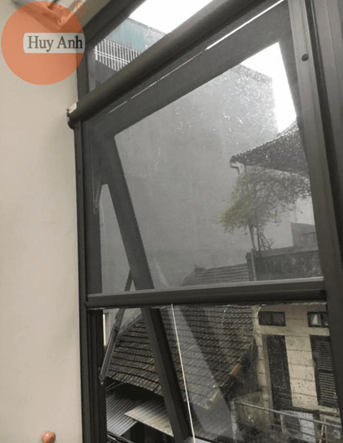 Lắp cửa lưới chống muỗi tự cuốn ở Hoàng Mai, Hà Nội