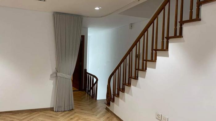 Rèm cửa cầu thang: trang trí phòng khách, lại ngăn điều hòa
